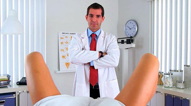 девушка проходит обследование у гинеколога чтобы забеременеть быстрее