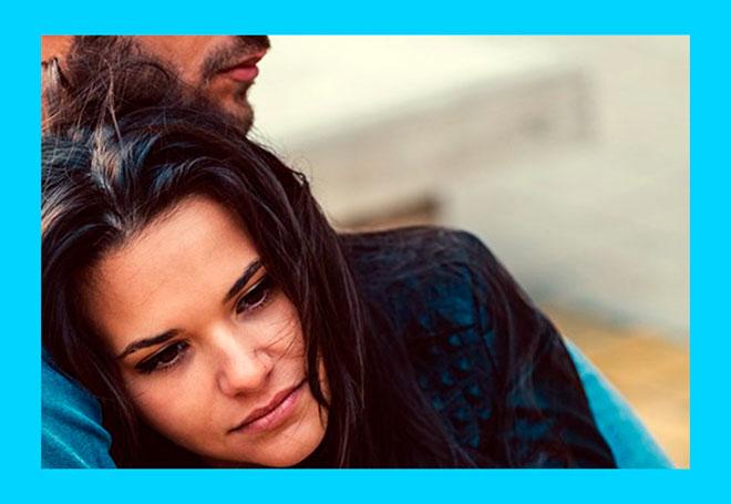 у расстроенной девушки биохимическая беременность и ее утешает мужчина