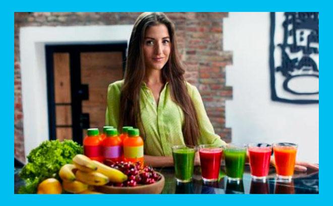 девушка и 5 коктейлей для здорового питания