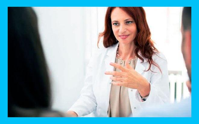 пара планирующая беременность на консультации у женщины генетика