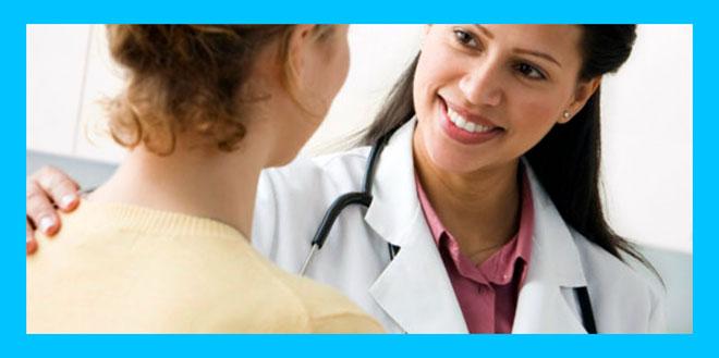 женщина на приеме у женщины гинеколога