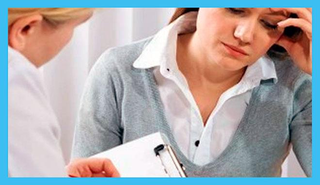 женщина с истощением яичников на первичном приеме у врача