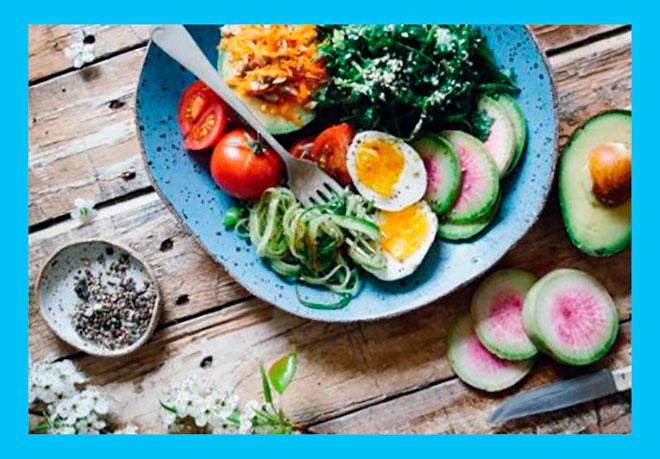 тарелка с правильным и здоровым питанием