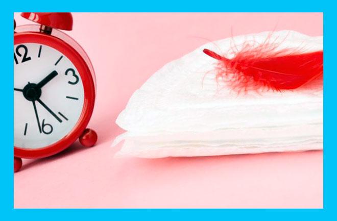 красный будильник, чистая прокладка и красное перо