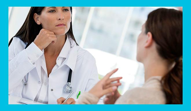 женщина на приеме у опытного врача гинеколога-эндокринолога