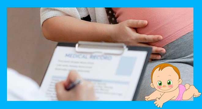 беременная на приеме у врача