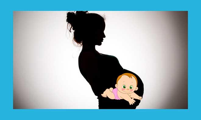 черная беременная женщина в профиль с нарисованным ребенком в животе
