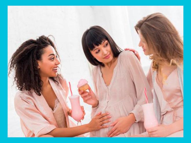 В окружении беременных подруг